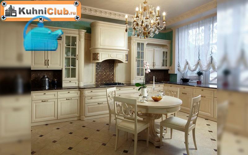 Хрустальная-люстра-на-кухне-с-низким-потолком