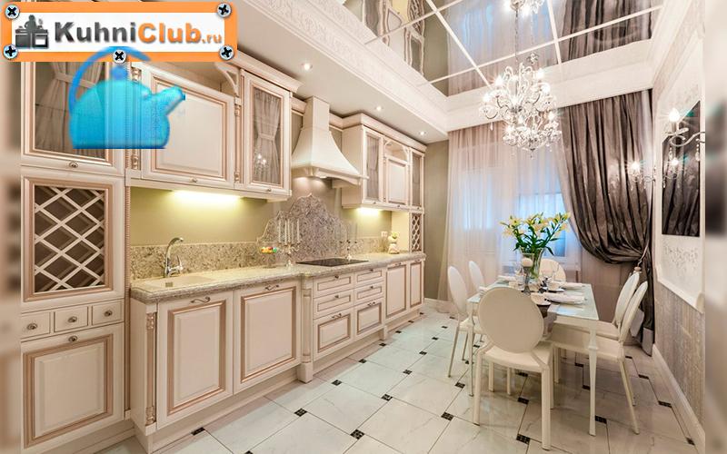 Зеркальные-панели-на-потолке-кухни
