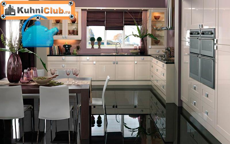 Зеркальный-пол-на-кухне