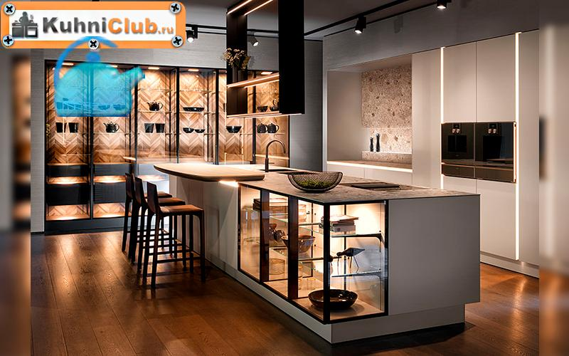1-Кухня-2021-со-шкафами-витринами