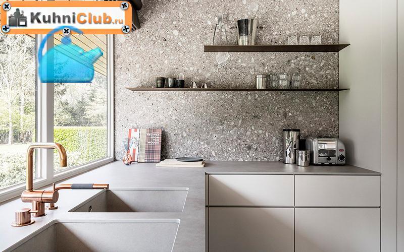 Стена-на-кухне-терраццо